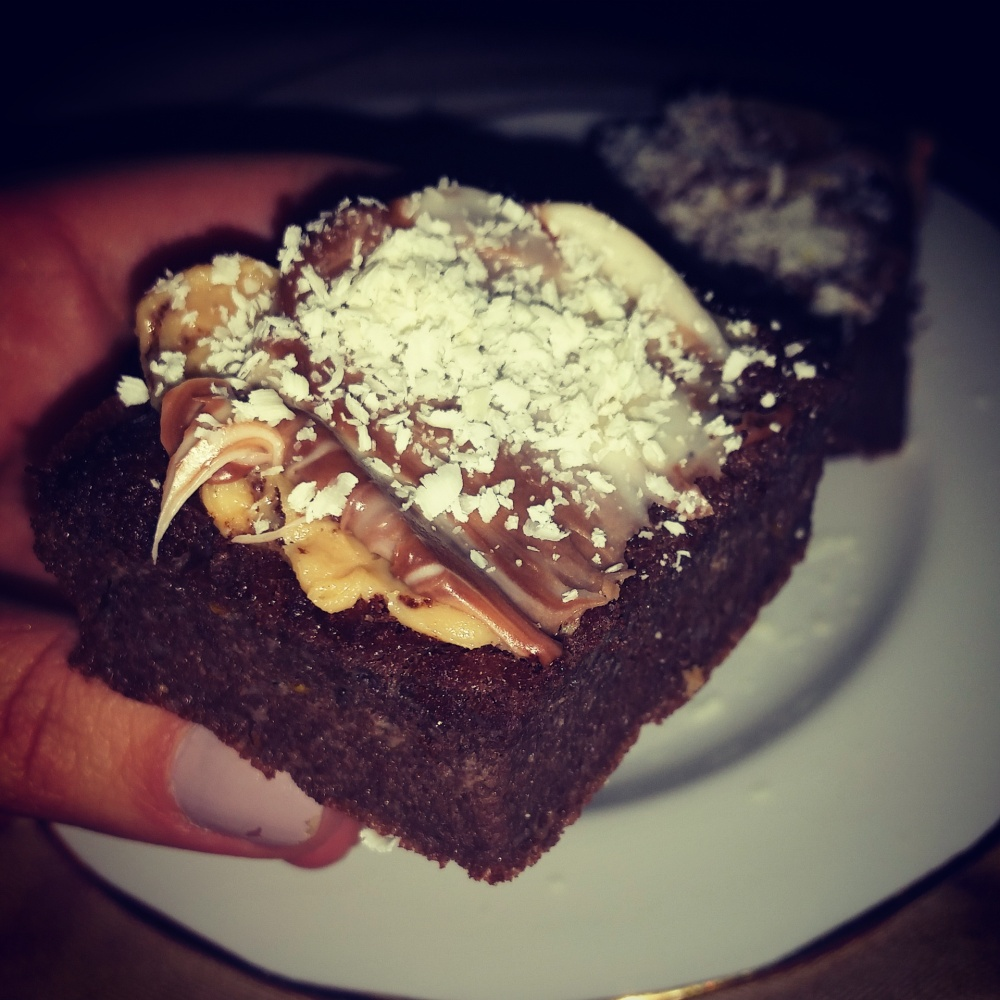 Dence Fudgy Chocolate Brownies (2/2)